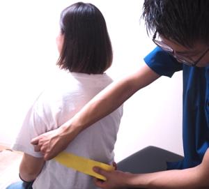 産後の骨盤矯正のサポートを行う協会認定のキネシオテーピング